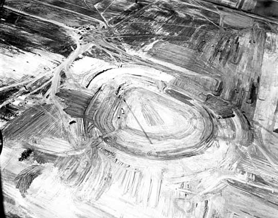 Met_Stadium_Construction_1955_original_grade